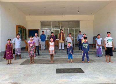 पूर्वोत्तर जनजाति शिक्षा समिति ने मास्क निर्माण कर वितरित कराए